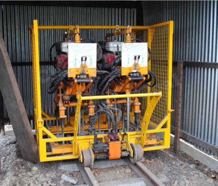 REM.D22 Нова подбивна машина към Unimog (задвижващ мотор ДВГ-хидравлика 1000 мм междурелсие) в Продажба